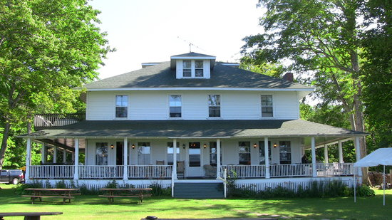 Chamberlin's Ole Forest Inn Bed and Breakfast